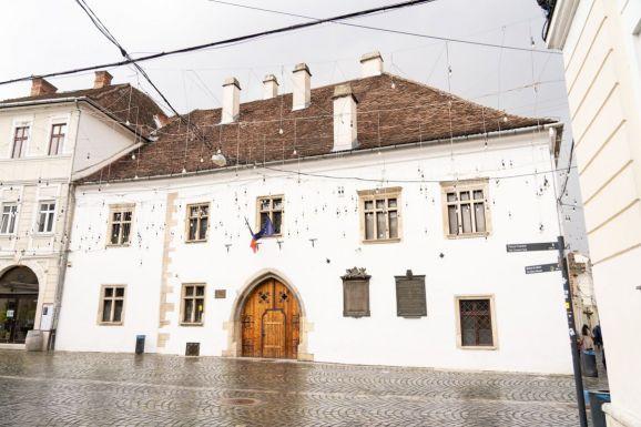 Cseke Attila Kolozsváron – az RMDSZ restaurálná Mátyás király szülőházát
