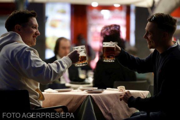 Florin Cîțu: júniustól teljes kapacitással működhetnek az éttermek és hotelek, de csak beoltottak részére