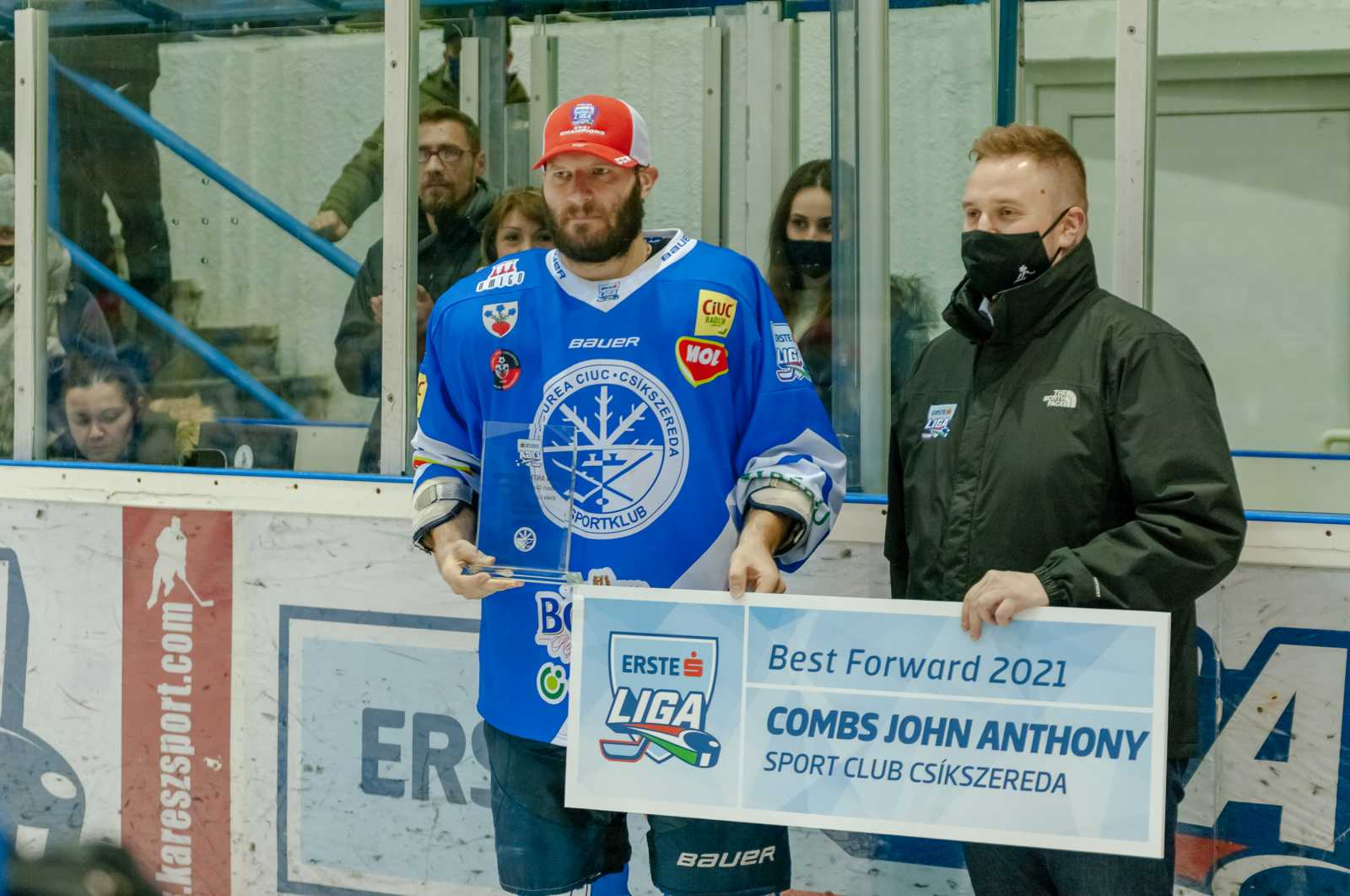 A legjobb csatár díját a rájátszás gólrekordját megdöntő John Antony Combs kapta.