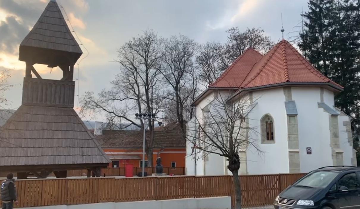 Az apanagyfalusi Árpád-kori templom és harangláb   Fotók: Márton Zoltán-Barna