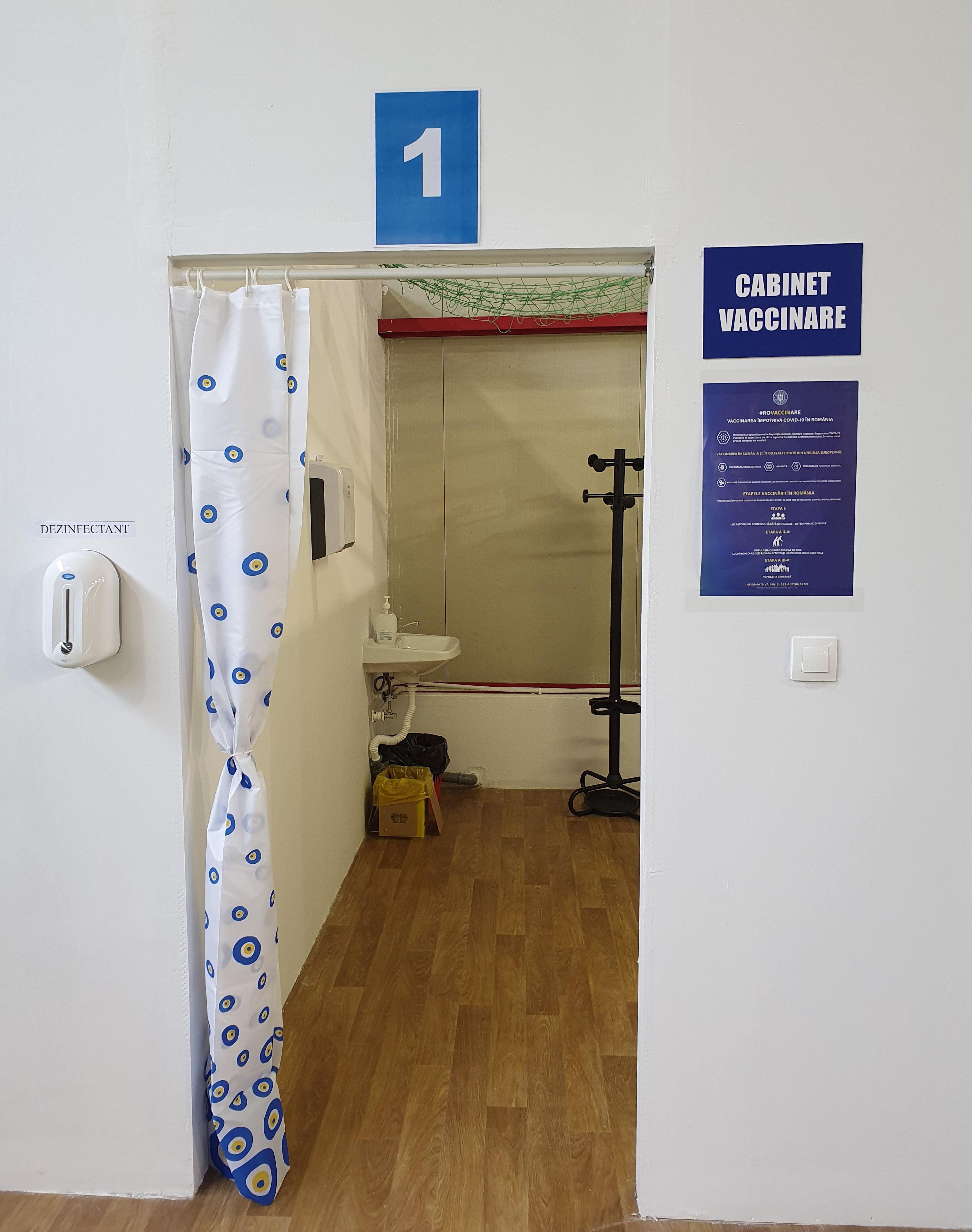 Az oltás beadási előtt konzulációra felszerelt helyiség