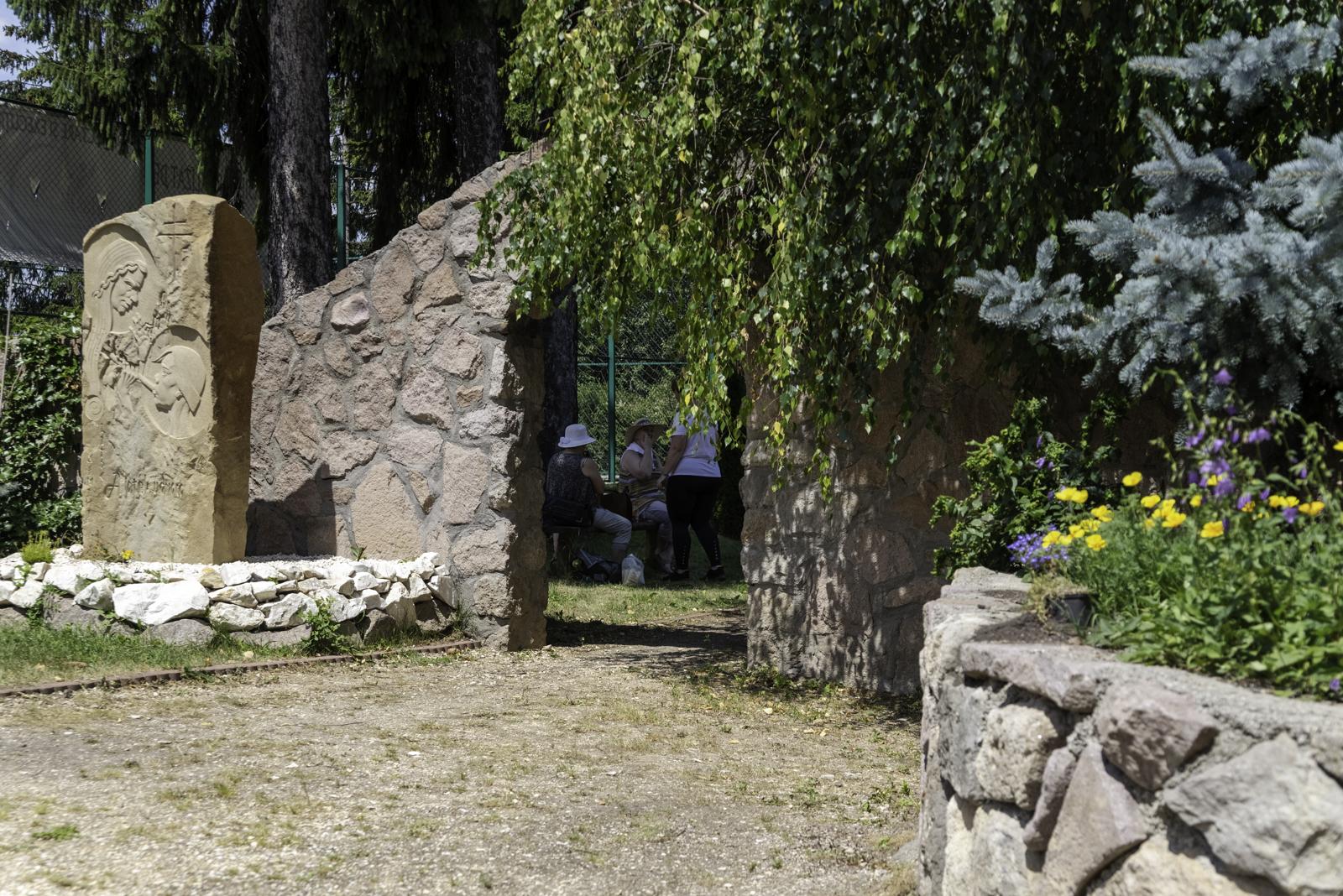 Belépés csodaországba - a csíksomlyói Mária-kert bejárata