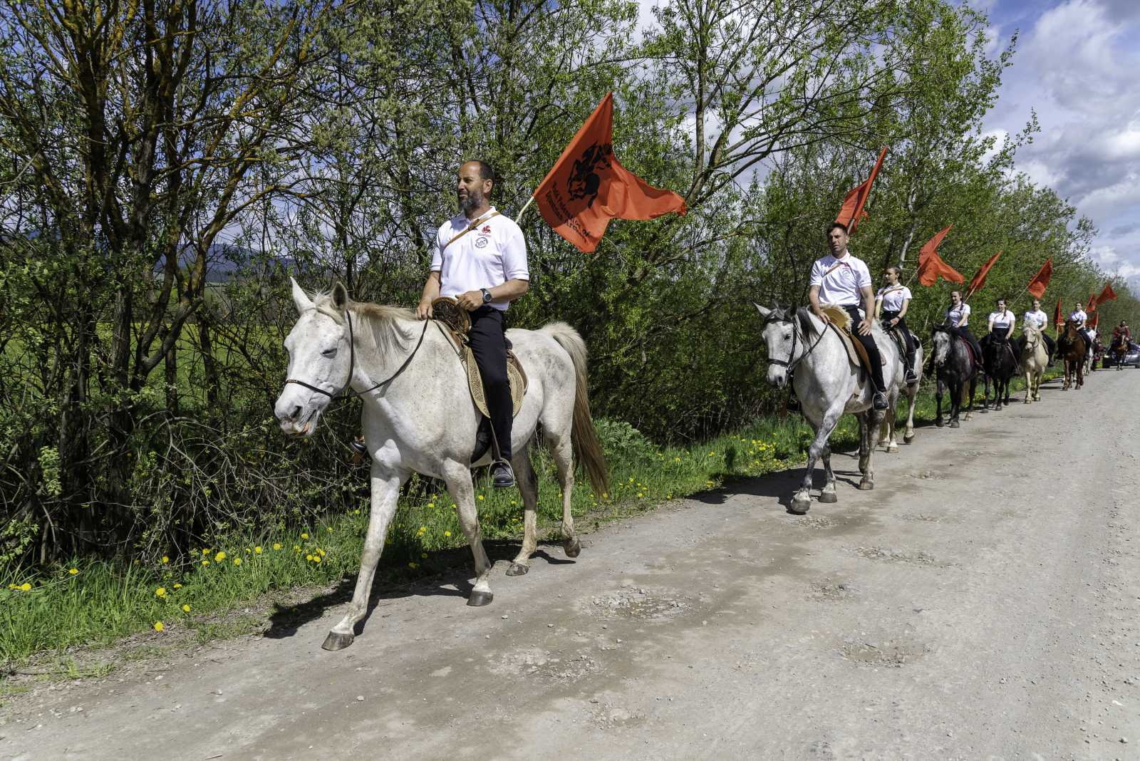 Felvonulással kezdődött a csibai lovasünnep.