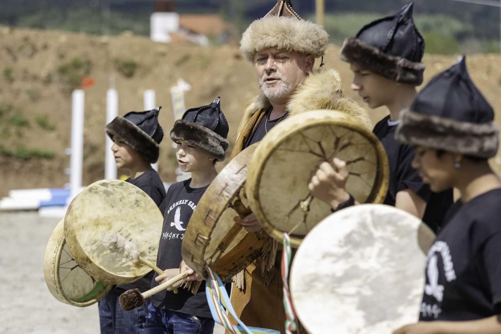 A Székely Sasok sámánéneke is színesítette a programot.
