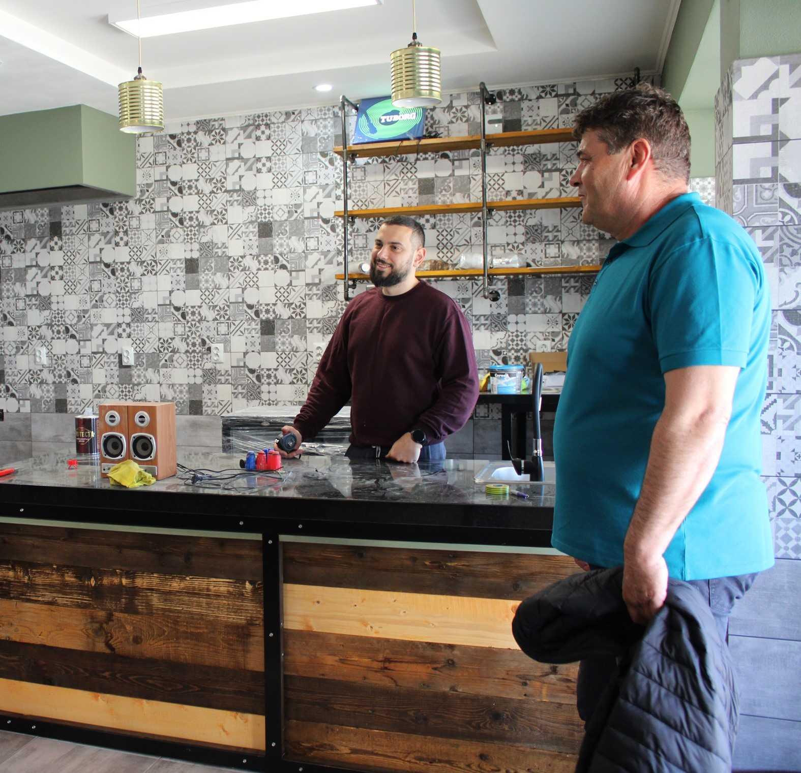 Fiatalos étterem nyílt a helyi fiatalok vállalkozásának köszönhetően
