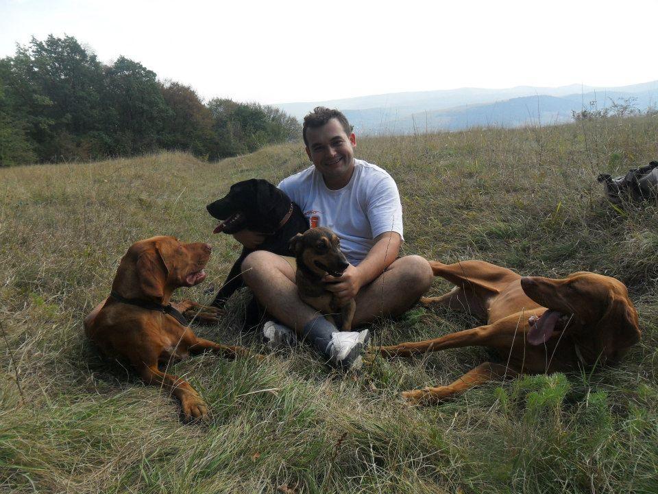 Dósa Gerő nemcsak mások kutyáival, hanem a sajátjaival is nagyon sokat foglalkozik.