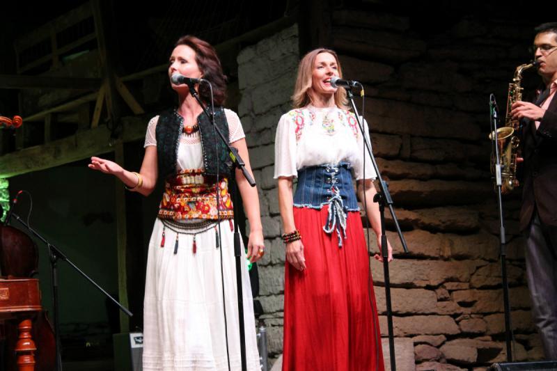 A Rendhagyó prímástalálkozó énekesei: Herczku Ági és Korpás Éva