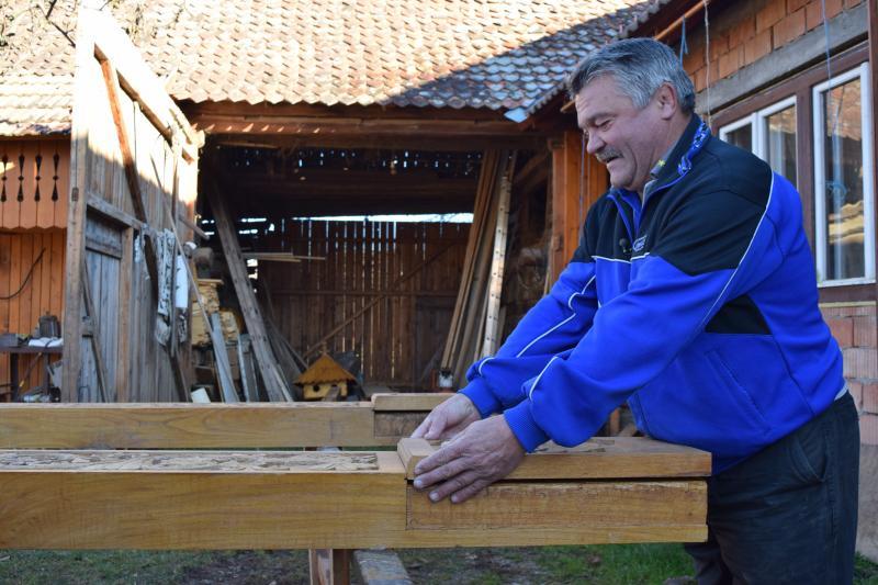 Jakab Gyula már több mint 50 székelykaput faragott