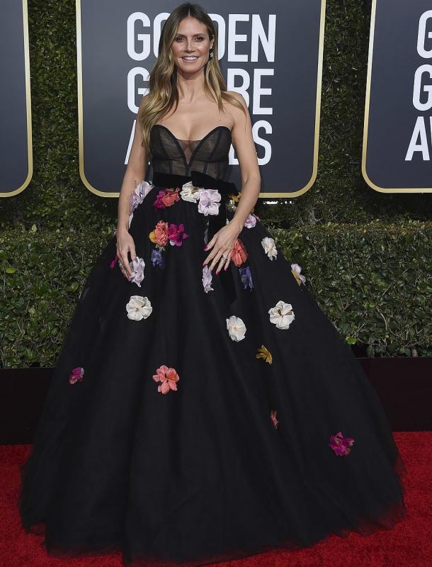 A világhírű szupermodell Heidi Klum egy Monique Lhuillier által tervezett ruhakölteményben vonult végig a vörös szőnyegen.