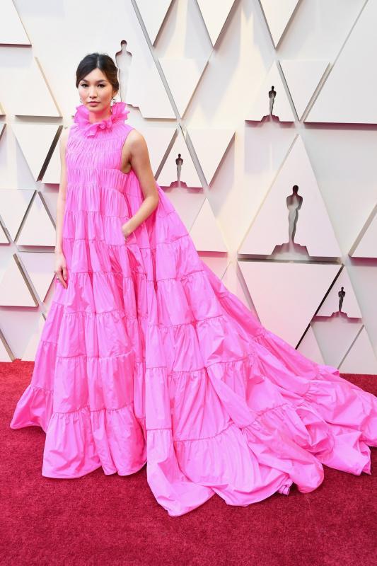 Gemma Chan Valentino-ruhája nagyon látványosra sikeredett.