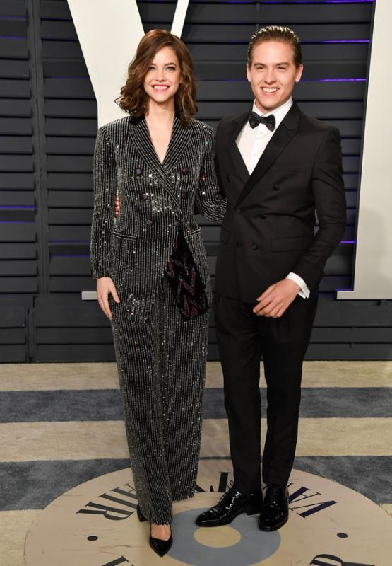 Ha a gálán nem is, a Vanity Fair afterpartiján részt vett a magyar szupermodell, Palvin Barbara és szerelme Dylan Sprouse. A mindig stílusos topmodell ezúttal egy csillogó nadrágkosztümöt választott.