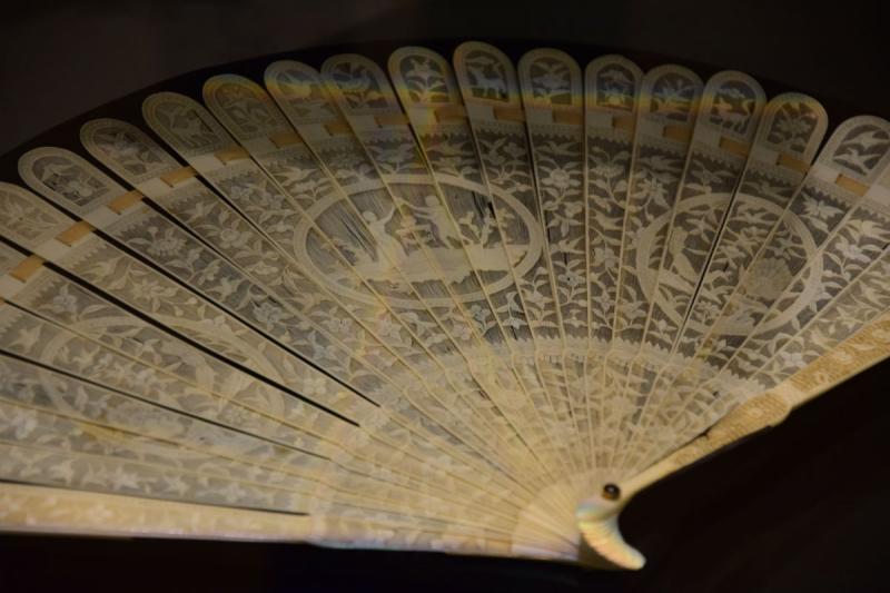 18. század végi elefántcsont-legyező