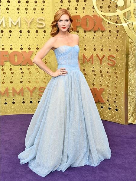 Mintha a meséből lépett volna elő Hamupipőke úgy nézett ki Brittany Snow. Az estélyi visszafogott színválasztása jól kiemelte a színésznő haját.