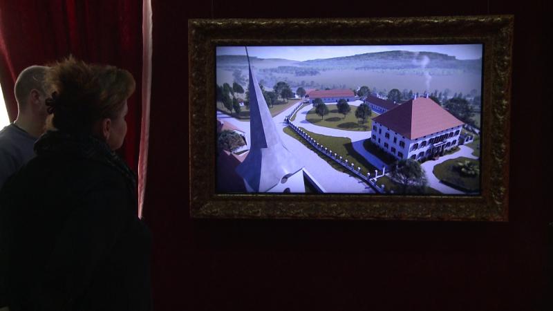 Gáspár Péter megmutatja a látványtervét a kastélynak és az őt körülvevő franciakertnek. Így nézett ki valamikor, ezt az állapotot szeretnék visszaállítani.
