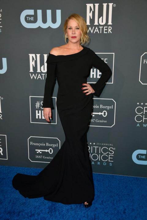 A fekete ruhák gálája volt a Critics' Choice, bizonyítja ezt Christina Applegate is.