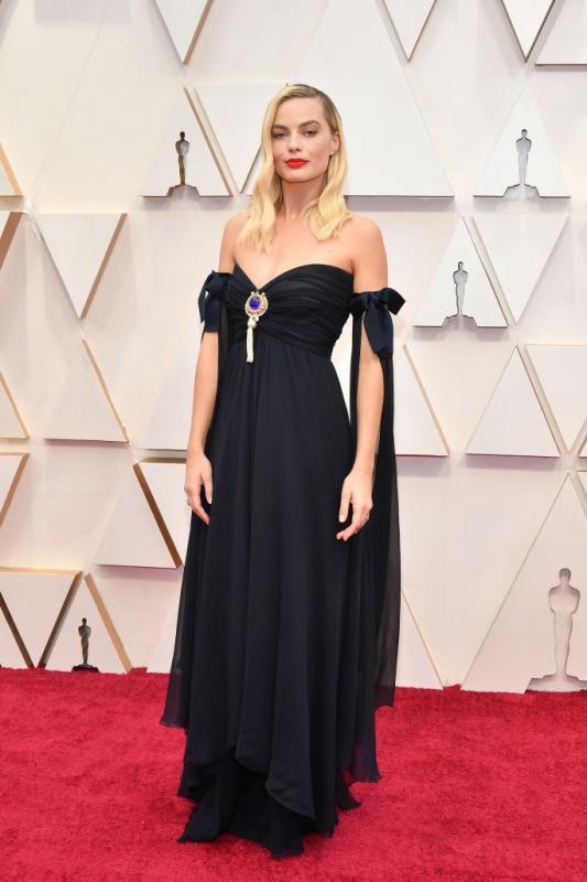 Margot Robbie-nak egy vintage Chanel estélyire esett a választása.