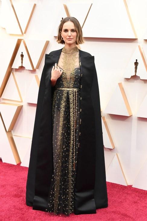 Natalie Portman idei Oscarra választott megjelenéséről külön cikket is írtunk.