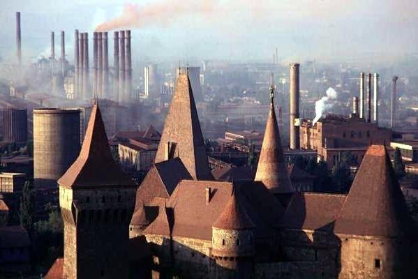 Tornyok és kémények a szocialista iparosítás éveiben
