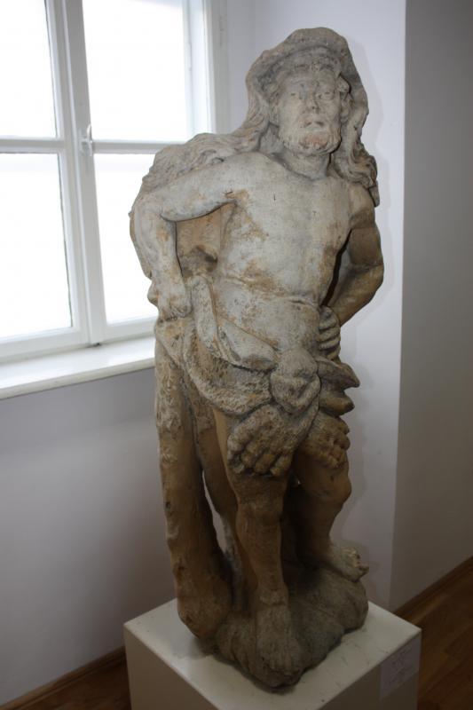 Ez a szobor egykor a bonchidai Bánffy-kastélyban állt.